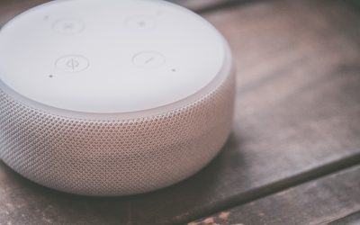 Smart speakers and distribution of information content